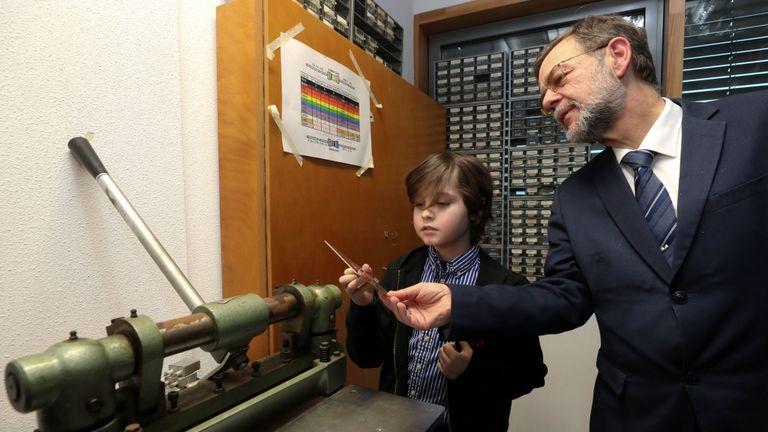 Laurent talks with his professor Peter Baltus